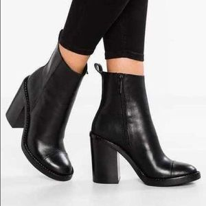 KENDALL AND KYLIE BLACK HEEL BOOTIES Leather LANCE